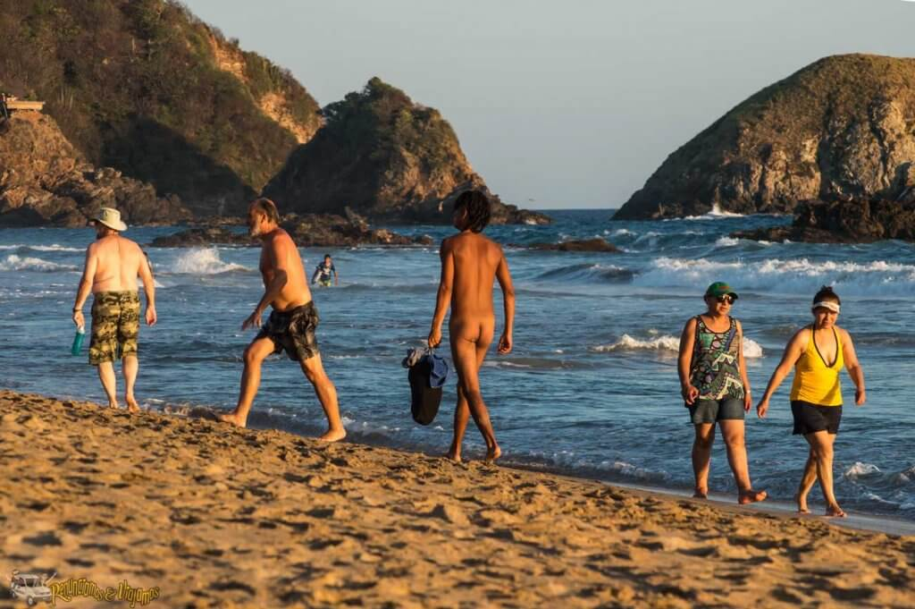 Playa nudista Zipolite en México